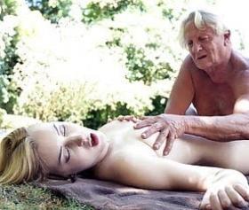 Donna con dildo fetish legato davanti alla fica