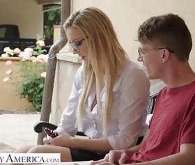 Sesso studentesco russo con il suo fidanzato dilettante