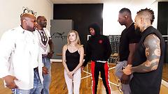 Ha provato a succhiare un negro quando l'ha visto.